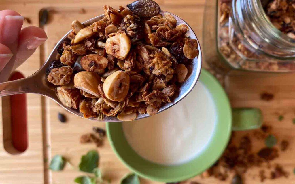 granola i jogurt